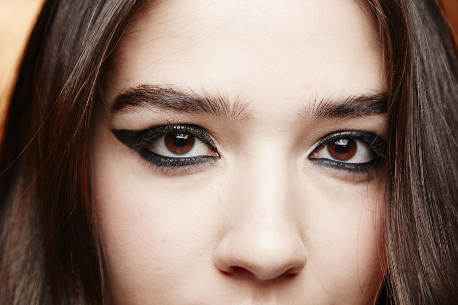 Be aware of the pros and cons of the brown and black eyeliners